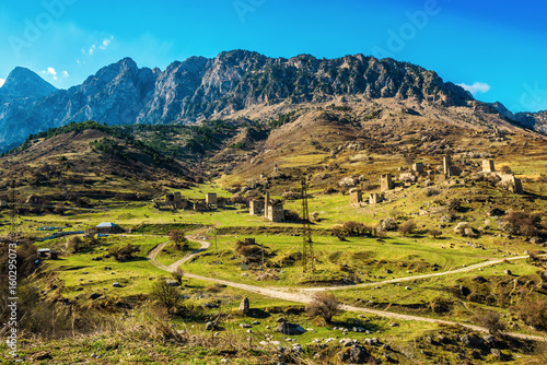 Foto op Plexiglas Rudnes beautiful countryside of Egikal ancient towers and ruins in Ingushetia Jeyrah ravine, Republic of Ingushetia, Russia