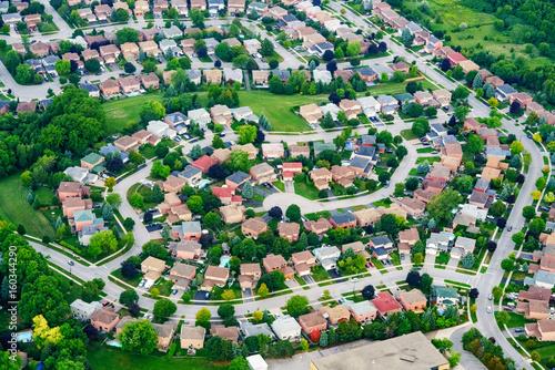 Zdjęcie XXL Widok z lotu ptaka domy w mieszkaniowym przedmieściu, Toronto, Ontario, Kanada.
