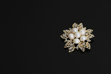 Brooch With Gold Flowers And P...