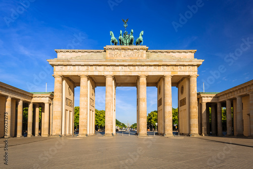 Tuinposter Berlijn The Brandenburg Gate in Berlin at sunrise, Germany