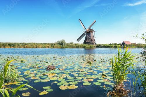 Fotobehang Molens One of the beautiful Dutch windmills at Kinderdijk
