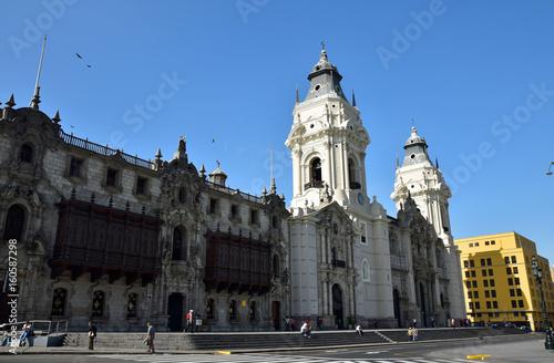 Palais de l'archevêché et cathédrale plaza de Armas à Lima au Pérou Wallpaper Mural