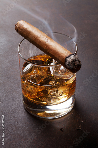 Photo  Whiskey with ice and cigar