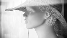 Mannequin Avec Chapeau Vitrine Mode Pour Femme