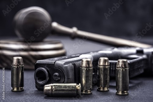Gavel and gun rights Fototapeta