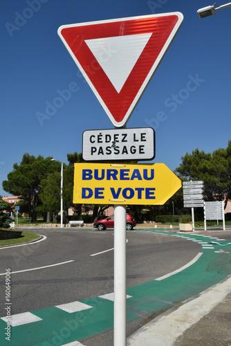 Panneau Bureau De Vote Buy This Stock Photo And Explore