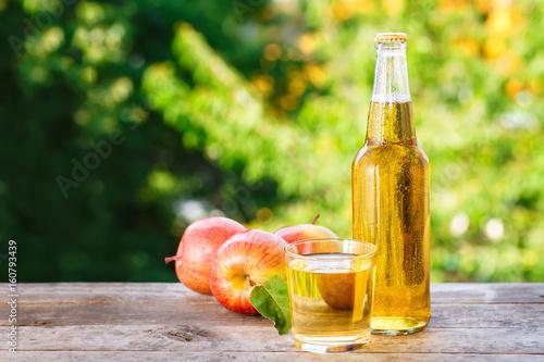 Foto auf Gartenposter Bier / Apfelwein apple cider outdoor