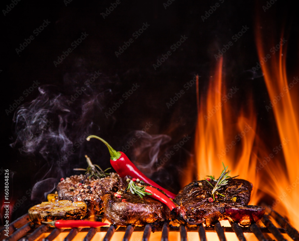 Foto-Rollo - Beef steaks on the grill with flames