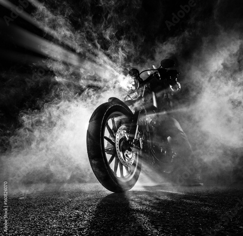 Photographie High power motorcycle chopper at night.