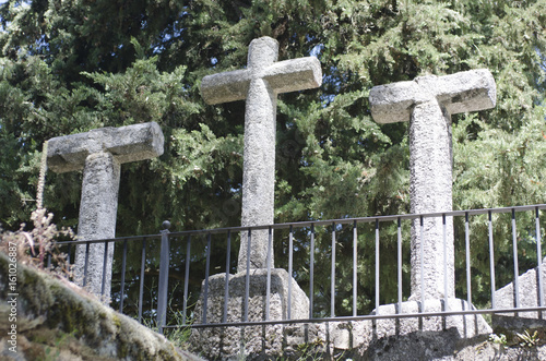 tres cruces y humilladero en el monasterio de san pedro de alcantara arenas de s Poster Mural XXL