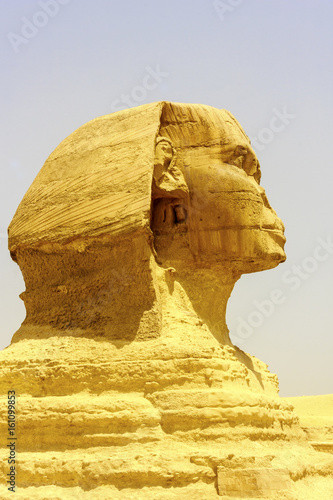 In de dag Egypte The Sphinx - mythical creature with the head of a human and the body of a lion, are generally associated with architectural structures such as royal tombs or religious temples Egypt, Giza