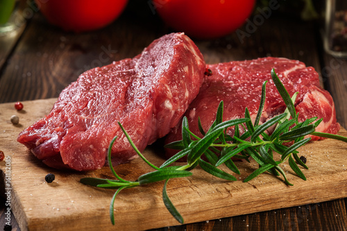 Papiers peints Steakhouse Fresh raw beef steak sirloin with rosemary