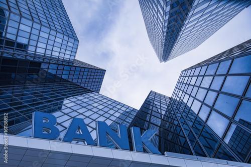 Fototapeta Bank building in a business area obraz