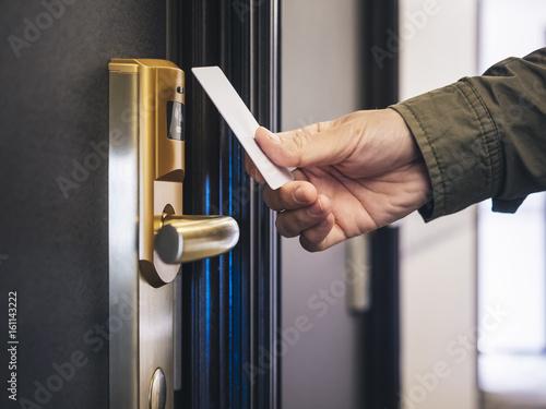 Stampa su Tela Hand Holding Key card Hotel room access