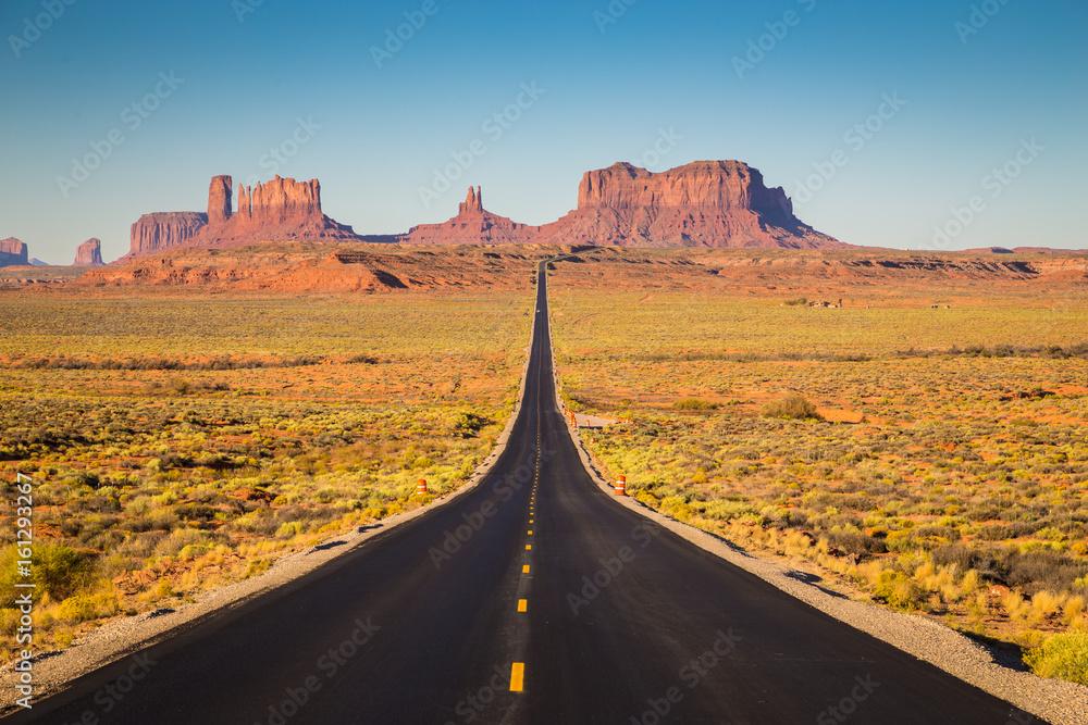 Fototapety, obrazy: Pomnikowa dolina w USA autostradą 163 przed zmierzchem, Utah, USA