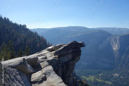 Fototapeta Scenic rocky cliff overlooking a vast landscape obraz