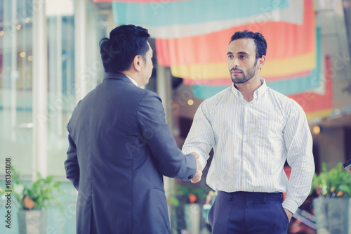 Fototapety, obrazy: two businessmen shaking hands on outdoors.