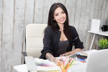 Successful Business Woman Desi...