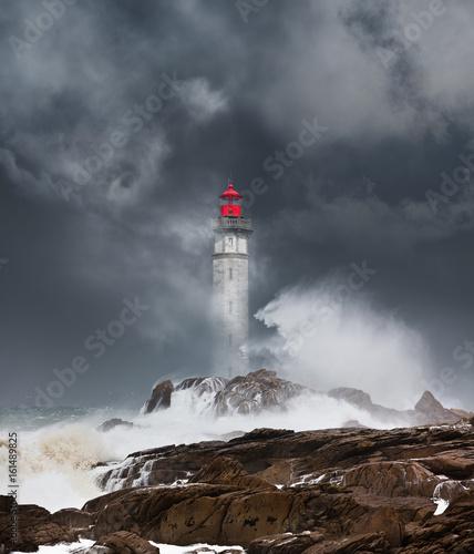 Photo phare tempête déchaîner mer bretagne orage matin finistère arc en ciel ciel orag