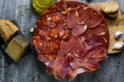 Foto  assortment of spanish cold meats