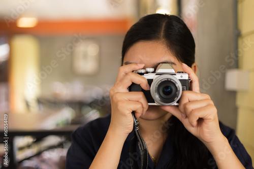 Fototapeta Asian woman taking a photo obraz na płótnie