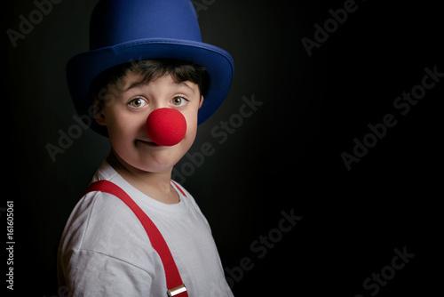 Fototapeta niño con nariz de payaso