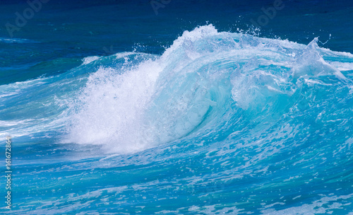 Staande foto Water Frozen motion of ocean waves off Hawaii