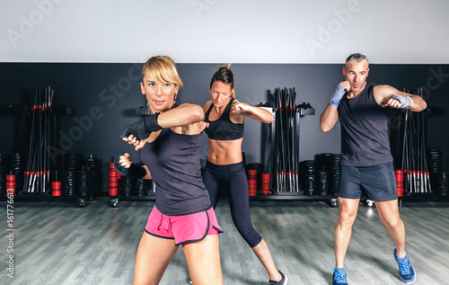 Fotomural Group of people in a hard boxing training on fitness center