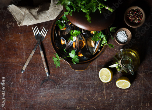 Fotografie, Obraz  Mussels in wine with parsley