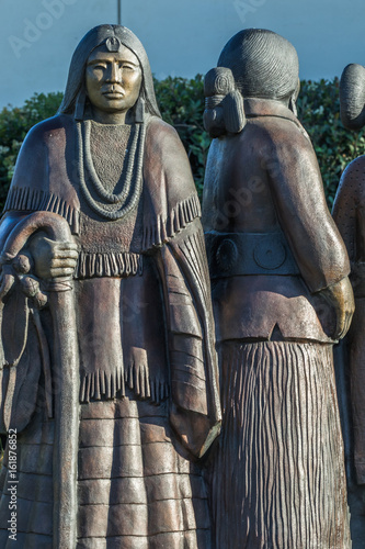 Fotografie, Obraz  Bronze sculpture of native american women