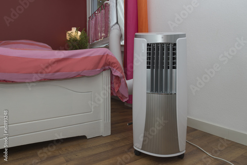 Mobile Klimaanlage Kuhlt Das Schlafzimmer Buy This Stock Photo And