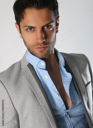 Bel Homme Brun Portant Un Costume Buy This Stock Photo And Explore