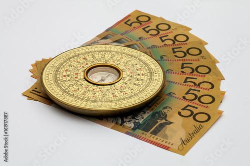 Plakat Chiński kompas Feng Shui na australijskich pieniądze