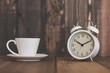目覚まし時計とコーヒータイム