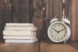 目覚まし時計と読書