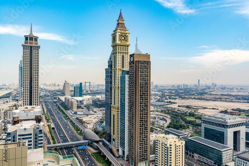 Fototapeta Pejzaż z Dubaju wzdłuż Sheikh Zayed Road - Dubai International Financial Center, widok z wieżowca