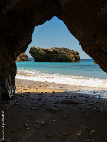 Foto op Aluminium Cathedral Cove A view through the grotto at the beautiful beach