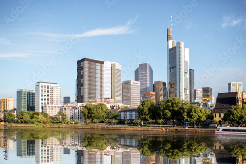 Fotografía  Morning view on the financial district with Main river in Frankfurt city, German