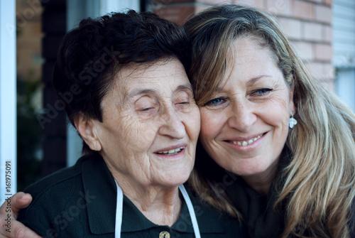 Photo Madre e figlia: due generazioni a confronto