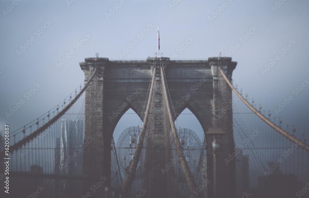 Fototapety, obrazy: Foggy cloudy rainy day on Brooklyn Bridge. NYC