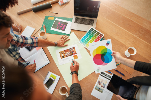 Fototapeta Creative designers discuss the color for new project obraz na płótnie