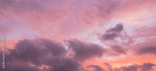 In de dag Candy roze A dramatic sunset cloud formation with vibrant colors across the sky at summer time in Houston, Texas, America. Nature in twilight period, beautiful landscape background. Panorama style.