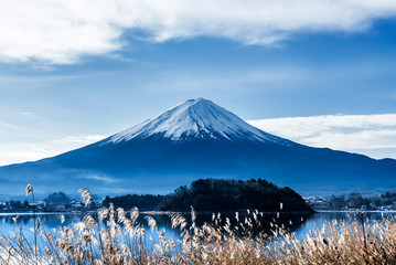 Obraz na SzkleFuji mountain with blue sky, landscape in Japan
