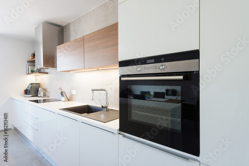 Fotografía Modern kitchen interior with with built-in appliances