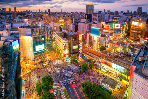 Spoed Foto op Canvas Asia land Shibuya Crossing from top view in Tokyo