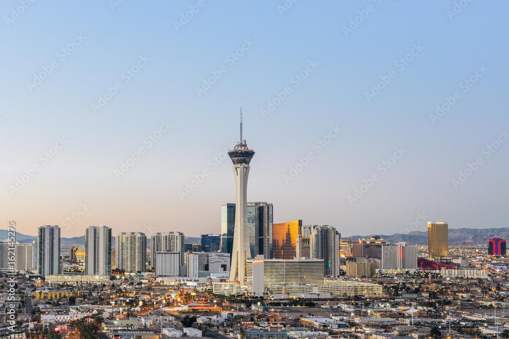 Fényképezés  Las Vegas skyline at sunrise.
