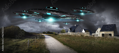 Foto UFO invasion on planet earth landascape 3D rendering