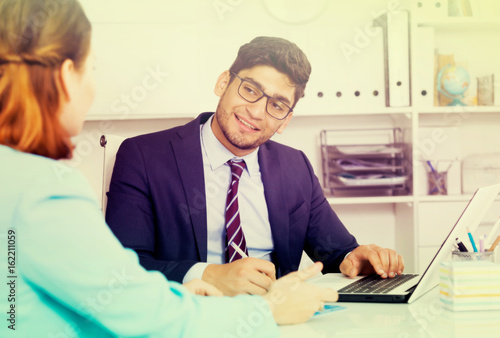 Fototapety, obrazy: Businessman with female client
