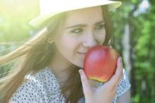 The Apple Woman. Very Beautifu...