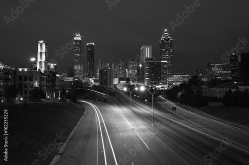 Obraz na dibondzie (fotoboard) Czarny i biały fotografia Atlanta miasta nocy linia horyzontu